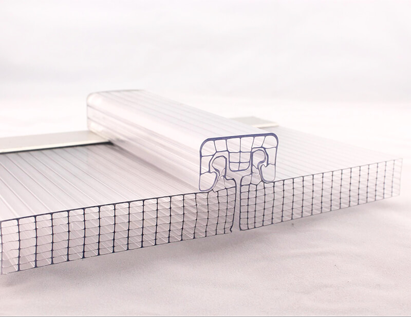 Hollow polycarbonate roofing sheet
