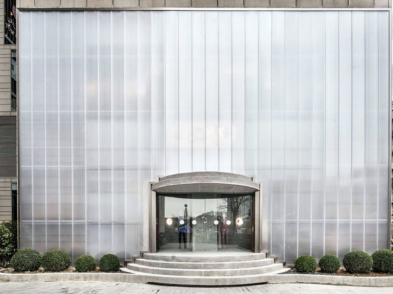 Polycarbonate facede for curtain wall